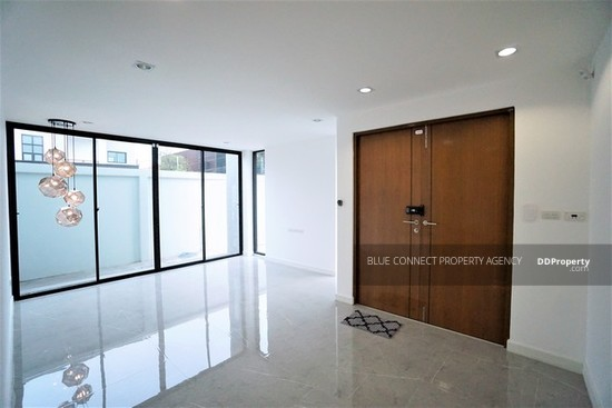 3 Bedroom Detached House in Lat Phrao, Bangkok  64407355
