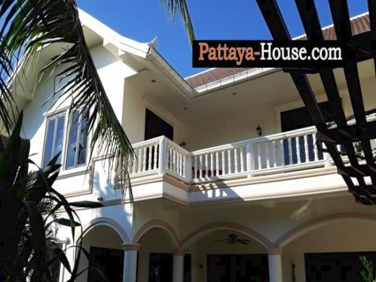 3 bedroom house for rent near beach in na jomtien for 9 bedroom beach house rental