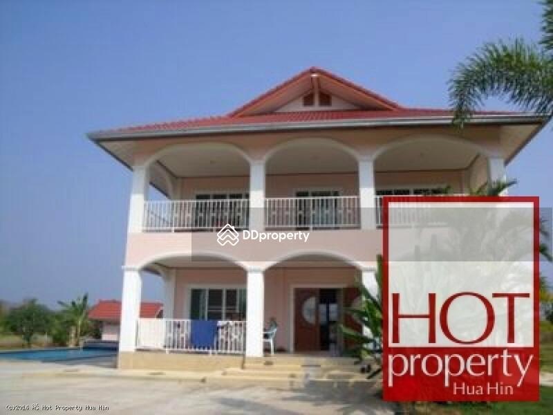 Hh001016 pool villa in quiet hua hin location hua hin for 8 villas hua hin