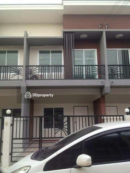 Townhouse in Si Racha, Chon Buri #63075146