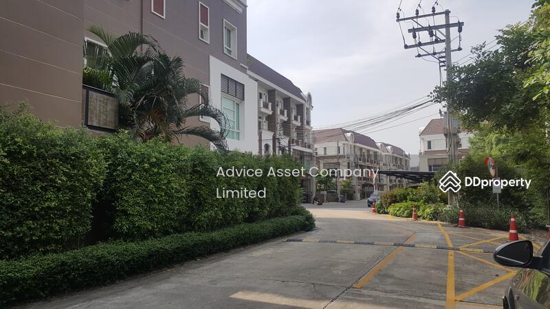 ถนนด้านข้างของบ้าน