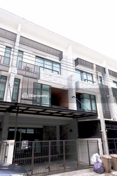 Townhouse in Bang Na, Bangkok #68860082