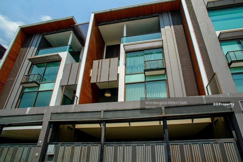 Luxury Townhouse for sale with tenant in Ekkamai ขาย ทาวน์เฮ้าส์หรู ย่าน เอกมัย พร้อมผู้เช่า #71076554