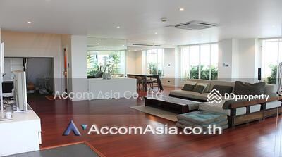 ขาย - Spacious Penthouse on top floor Duplex style with Huge balcony close to MRT QSNCC in Sukhumvit