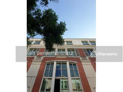 ขาย - ทำเลที่ดีที่สุด ใจกลางเมือง ขายทาวน์โฮม บ้านกลางกรุง ทองหล่อ ตรงข้าม J Avenue บ้านพร้อมอยู่ 4ห้องนอน 6 ห้องน้ำ 26 ตารางวา
