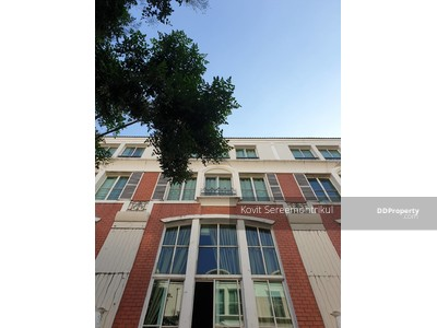 For Sale - Baan Klang Krung opposites to J Avenue shopping complex (Soi Thonglor)