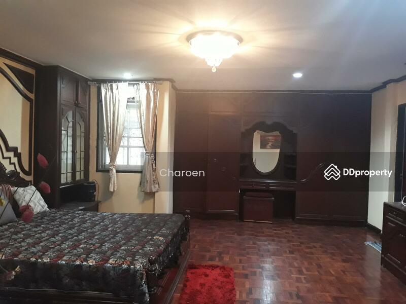 mooban Khlongtan Nivet #72884328