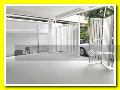 ให้เช่า - 3 Bed Townhouse For Rent in Nana BR8786TH