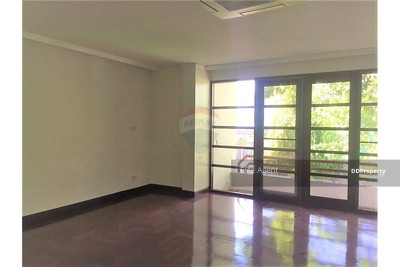 For Sale - Town house Sukhumvit 71 3 bed 362 sqm. Great Location Large Room with small backyard.