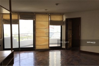For Sale - Lake Avenue Sukhumvit 16 2 bed 112 sqm. near BTS Asoke. Located in the heart of Sukhumvit, high floor, great view.