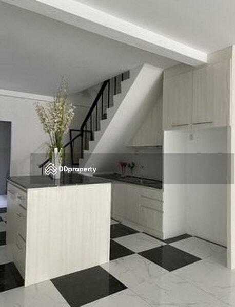 For Sale Bangkok Town House Ekkamai BTS Ekkamai Watthana BRE14184 #77425982