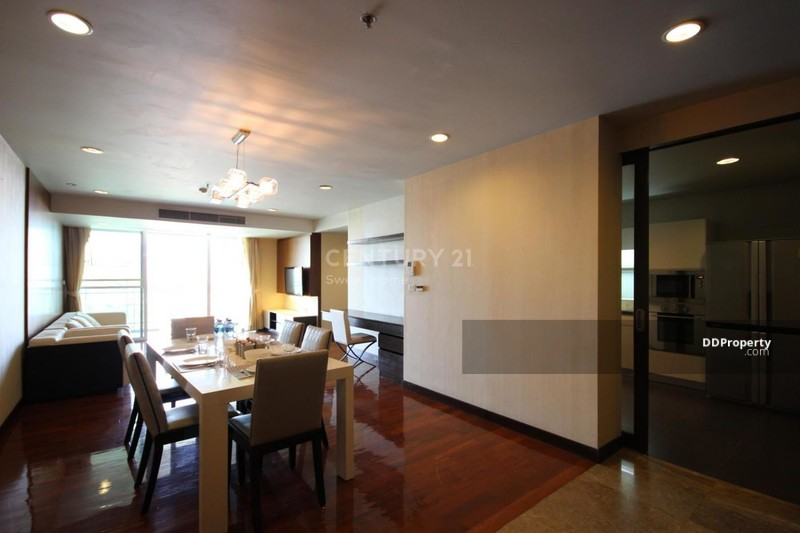 Double Tree Residence #77768106