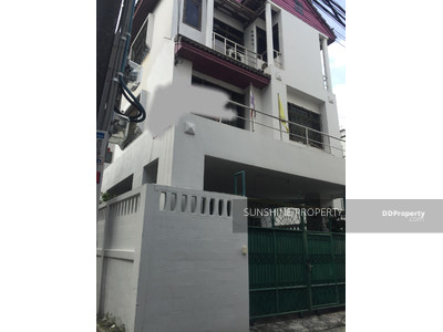 For Sale - Single House For Sale 6 Bedroom 3 Stories Location Ekkamai, Sukhumvit 65, BTS Ekkamai 1 Km.
