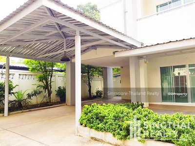 For Rent - House BTS Phromphong 4 bed / 5 bath