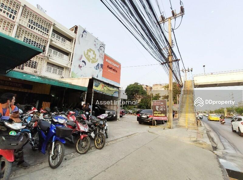 ตึกแถว อาคารพาณิชย์ ติดถนน เสรีไทย ซอย 31 สูง 4 ชั้น ครึ่ง #79173178