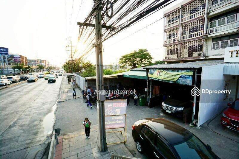 ตึกแถว อาคารพาณิชย์ ติดถนน เสรีไทย ซอย 31 สูง 4 ชั้น ครึ่ง #79173194