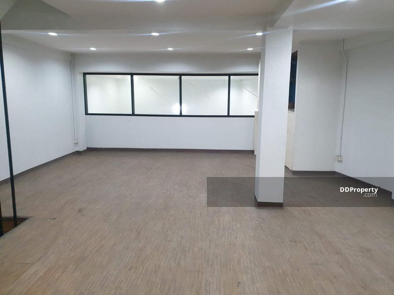 For Rent Bangkok Shophouse Ekkamai BTS Ekkamai Watthana BRE14877 #80860638