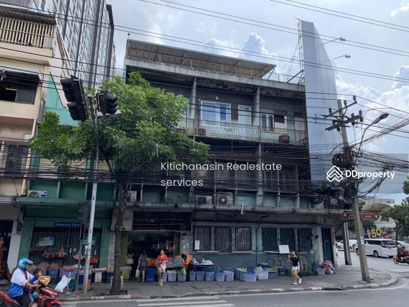 อาคารพาณิชย์ 5คูหาติดกัน ตรงหัวมุมสีแยกกล้วยน้ำไท เอกมัย #80876664