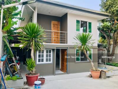 For Sale - House for sale 47 sq m, 3 parking spaces, near BTS Punnawithi, 850 m.