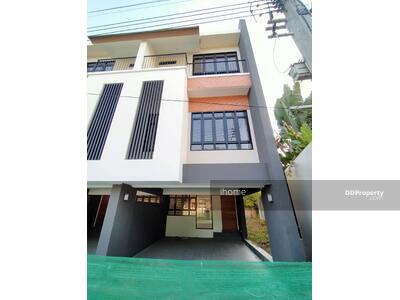 For Rent - A7MG1369 - A townhouse three story for rent with 3 bedrooms, 4 toilets and 1 kitchen.