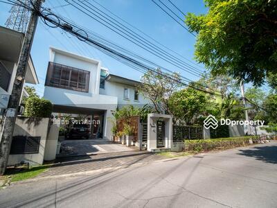 For Sale - 5 BR 133 Sq. W Rare Corner House for SALE at Noble Tara Pattanakarn! Near MRT Station! !