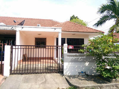 For Rent - 6AR21464 A townhouse for rent with 2 bedrooms, 1 toilets, The land size is 29 sq. m The price is at THB 10, 000 per month.