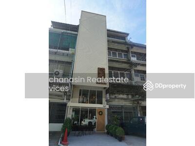 For Sale - Code KRE Y4, Commercial building, Sukhumvit 28, BTS Phrom Phong, type 13 bedrooms, 5 bathrooms, area 16 sq. w. 4 floors, sold 41 million baht @LINE: 0962215326 Khun New