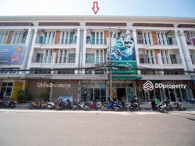 ขาย - ขายอาคารพาณิชย์ 3 ชั้นครึ่ง ติดถนนบุรินทร์ ใกล้ Termnial21 18 ตรว. ราคาต่ำกว่าประเมินธนาคาร! !