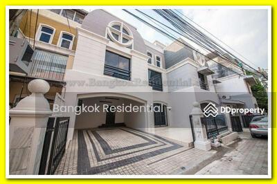 ขาย - 7 Bed Townhouse For Sale in Ekkamai BR8814TH