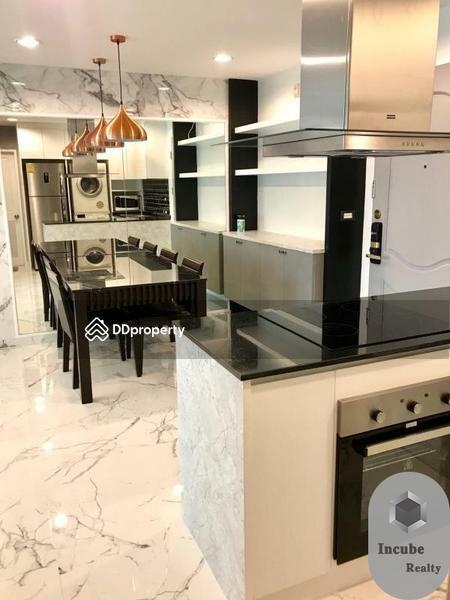 Serene Place Sukhumvit24 condominium #89539602