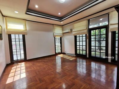 For Rent - Three Bed House for Rent near Victory Monument station MSP-30217