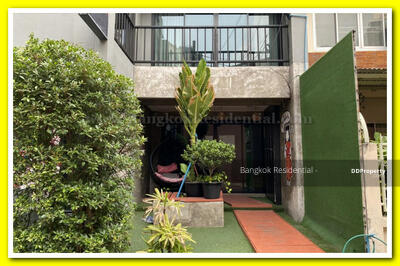 ให้เช่า - 5 Bed Townhouse For Rent in Phrom Phong BR8824TH