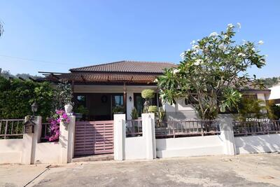 For Rent - Notify the KRE-B321 Code, Hua Hin House, Soi 88, 3 bedrooms, 4 bathrooms, use 134 square meters, 2 floors, rent 35, 000 baht @line: 0839258557, Khun Gift