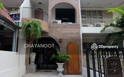 ให้เช่า - Industrial Loft style townhouse Sukhumvit 16 for rent