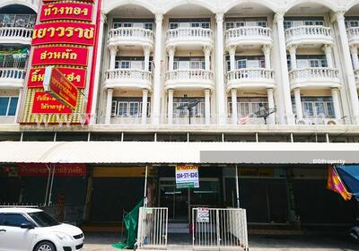 For Sale - Commercial building for sale at Suan Phak crossroad
