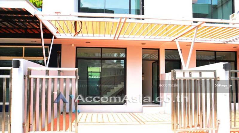 Townhouse 3 Bedroom For Sale BTS Thong Lo in Sukhumvit Bangkok (AA11213) #85074190