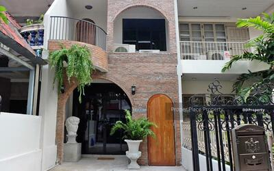For Rent - DBH0053 Townhouse for rent at Sukhumvit 16 decorated in industrial loft style