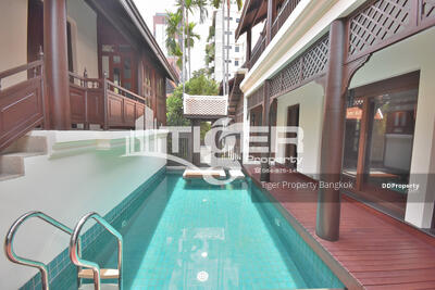 For Rent - luxury and modern Thai-style house with private pool 3 bed for rent in Sukhumvit Soi 42 Near Ekkamai BTS Station.