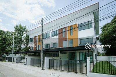 ขาย - CH0131  ขายทาวน์โฮมสามชั้น    ใกล้เมือง มี 3 ห้องนอน 4 ห้องน้ำ 1 ห้องครัว 2 ที่จอดรถ พื้นที่ใช้สอยถึง  27. 2 ตรว.  ราคา 4. 26  ล้านบาท