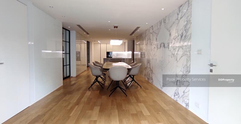 Spaciouse, 3 bedrooms condo for rent in Asoke