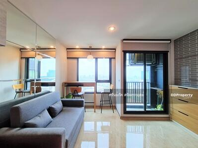 ขาย - คอนโด ไลฟ์ลาดพร้าว  ติด รถไฟฟ้า BTS, MRT ตรงข้ามห้างเซ็นทรัลลาดพร้าว 28. 5  ตรม ชั้น 37 ห้องใหม่    ราคาขายเท่าราคาตอนซื้อจากโครงการ บวก ราคาเฟอร์นิเจอร์ตามจริง คุยได้ทุกกรณี ห้องใหม่ วิวเซ็นทรัล