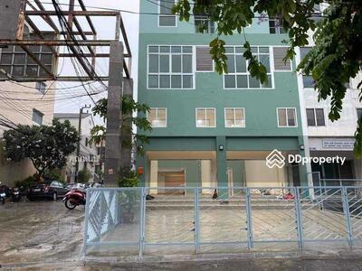 For Sale - R095-135  SB4008 ขายอาคารพาณิชย์  4. 5 ชั้น 2 คูหาติดถนนรามอินทราซอย 40 ใกล้เลียบด่วน ใกล้ BTS ทำเลดี ไม่ลึก