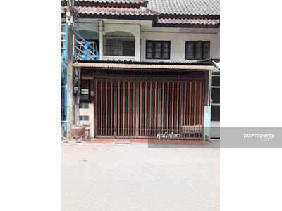 For Sale - CI0236 - Townhouse two for sale with 2 bedrooms, 2 toilets and 1 kitchen. - The land size is 18 sq. wah. Near the city.