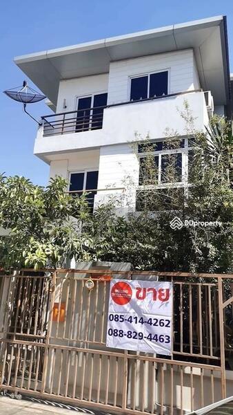 ขายบ้านเดี่ยว 3 ชั้น หลังมุม ถนนโชคชัย ซอย 52/1 #86797162