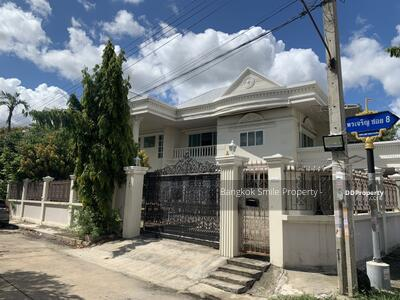 For Sale - house for sale Porn Charoen Village Soi Sao Thong Hin Temple.