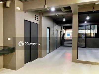 For Rent - 3583-A ให้เช่าและขายโฮมออฟฟิศ 3 ชั้น, 6 ห้องนอน, รัชดาภิเษก O88-7984117