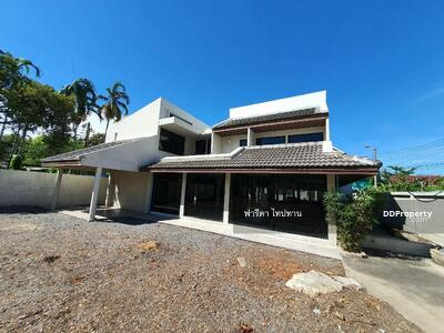 For Sale - Quick sale, single house on Bang Khun Non Road, 239 sq. wa. , good location, near MRT Bang Khun Non.