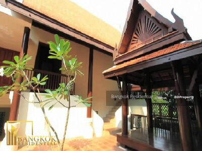 For Rent - 4 Bed Detached House in Compound For Rent in Ekkamai BR7695SH