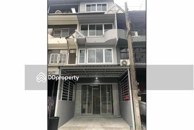 ขาย - (920071057-66) 4-storey townhouse(18sqw) for sale with Tenant on Sukhumvit 65