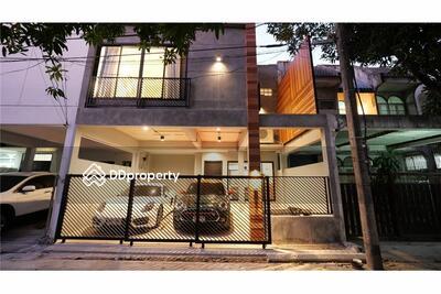 ให้เช่า - (920071001-8374) Loft Townhouse 3Beds for Rent in Sukhumvit 49